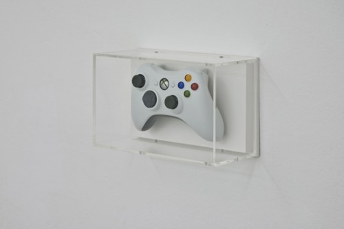Jonathan-MonkMicrosoft-Xbox-360-Controller-2010Game-console-device-mounted-on-wood-with-clear-acryl-box14-x-22-x-10-cm-500x334.jpg